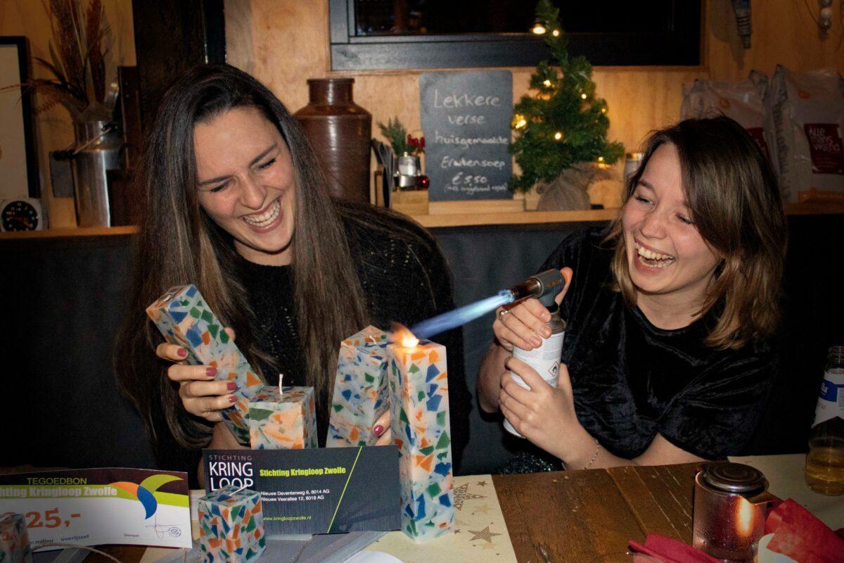 Kringloop Zwolle verzorgt circulair kerstpakket: vlammend het jaar uit!