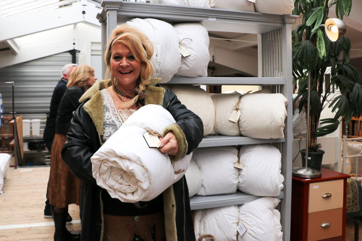 Kringloop Zwolle start verkoop gereinigde donzen dekbedden