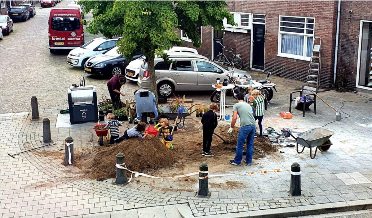 59 buurtinitiatieven uit Zwolle maken hun straat groen tijdens Burendag